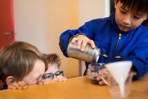 Astronautenlimonade maken tijdens een kinderfeestje op Sonnenborgh