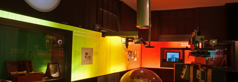 Het zonnespectrum en een deel van de zonnespectrograaf van Sonnenborgh uit 1918