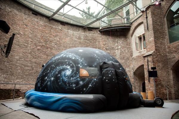 Het planetarium van Sonnenborgh op het Terreplein