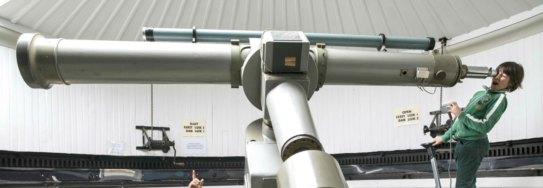 Met eigen ogen door een grote telescoop kijken op de Sterrenkijkavonden van Sonnenborgh