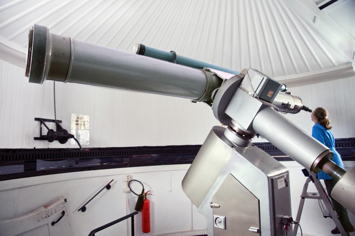 Met school naar de sterrenwacht en kijken door de grote Merz-telescoop