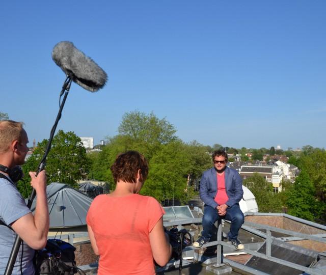 Diederik Jekel op het waarneemdak van Sonnenborgh tijdens opnames voor het tv-programma Willem Wever